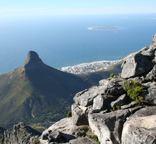 view-from-the-top-of-table-mountain-in-cape-town
