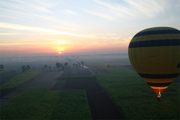 hot-air-balloon-luxor-sunrise