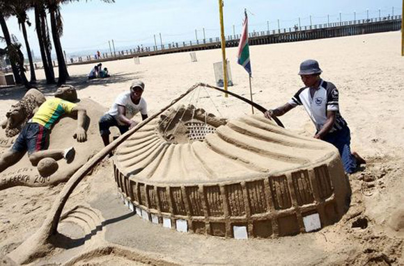 durban-north-beach-sand-sculture-1a