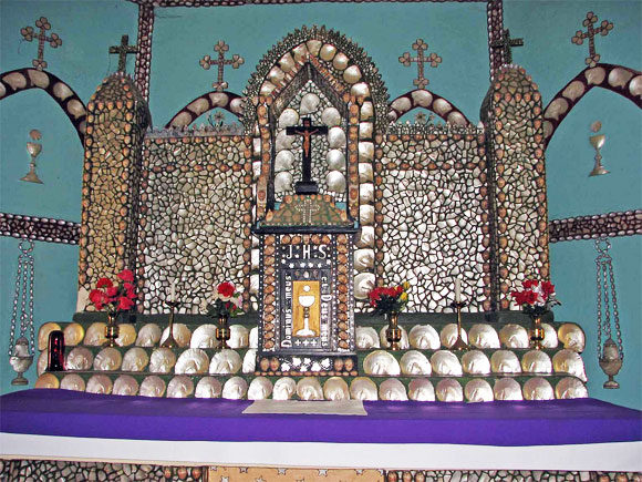 Beagle-Bay-Sacred-Heart-Church-pearl-shell-altar-2